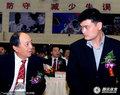 组图:姚明退役仪式在京举办 与领导亲切交谈