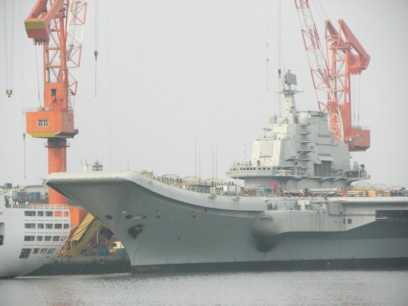中国第一艘改造航母——瓦良格号,在辽宁大连露真容展雄姿(引用。组图) - 老小孩乐园(百老汇) - 老小孩乐园(百老汇)