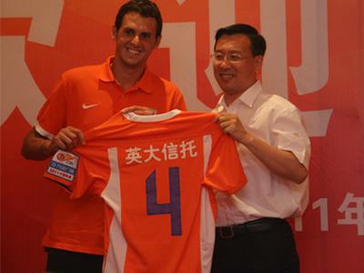 山东鲁能官网消息,8月1日,山东电力集团公司总经理、鲁能泰山足球图片
