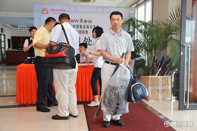 选手签到; 高尔夫 中国高尔夫 2010年皇冠杯 皇冠杯最新图片; 组图