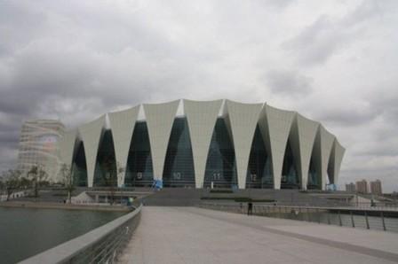 """""""玉兰桥""""和""""月亮湾""""分别作为体育馆、游泳馆及室外跳水池的别"""