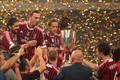 米兰全队高举超级杯