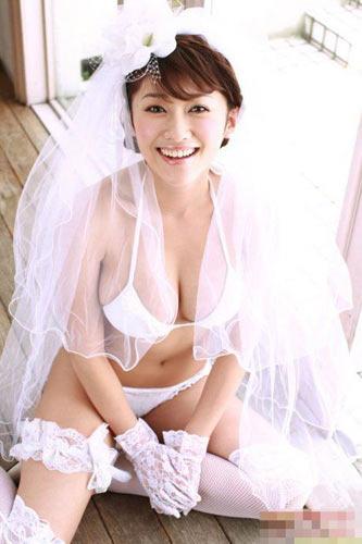 美女比基尼婚纱照 成最性感新娘组图