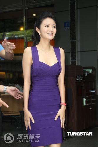 安以轩穿爆乳紧身短裙秀美腿 演大尺度戏害羞图片
