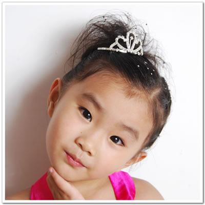 组图:跟漂亮小姑娘诗诗学扎百变发型图片