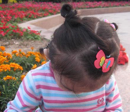 > 幼儿短头发扎法和图解【相关词_ 小女孩短头发扎法】  女儿童短发