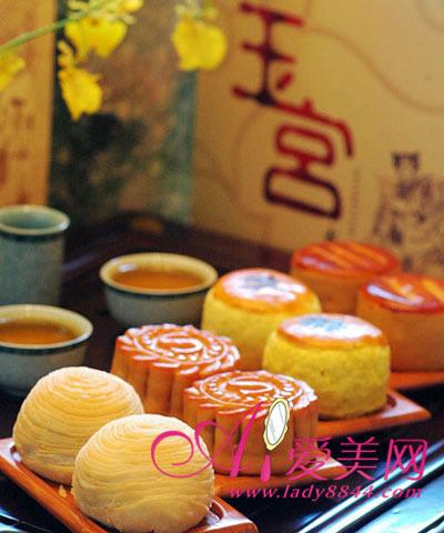 吃的——月饼应该说这是最必要的礼物,中秋节跟月饼是分不开的,