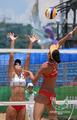 组图:大运会女子沙排比赛 烈日炎炎精彩依旧