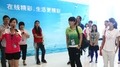 组图:奥运冠军帮游腾大 杨威玩台球表情搞怪