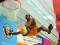 组图:美国花式篮球队香港表演 精彩灌篮不断