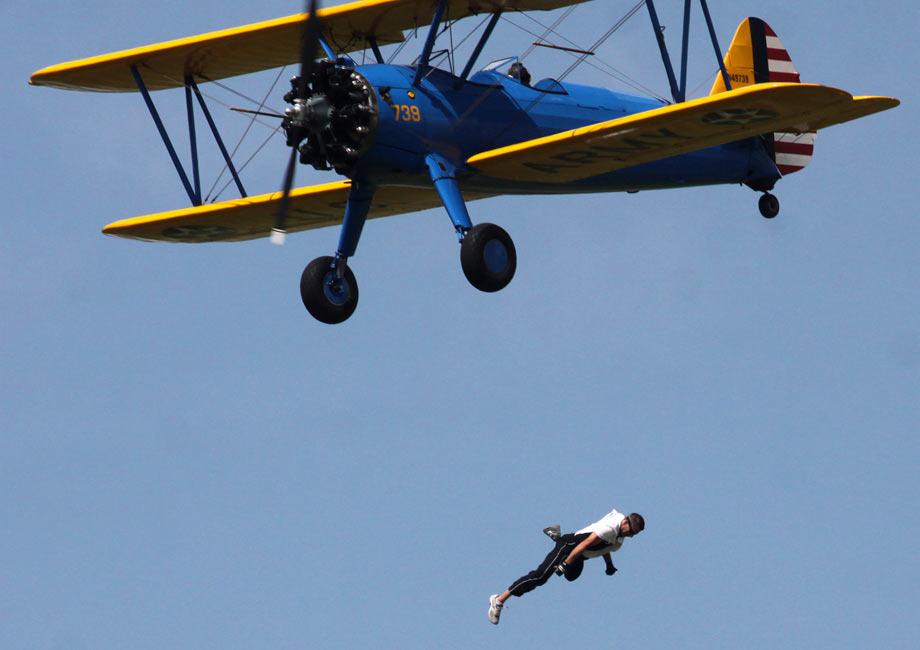 美特技演员空中表演时失足 当场摔死
