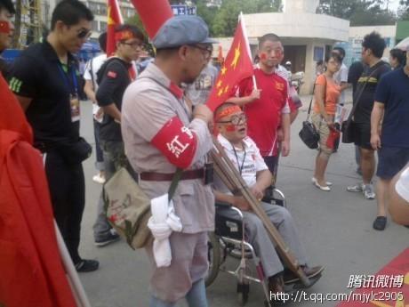 ...国足将在昆明迎战新加坡队,据前方报道人员通过微博传递,本场比...图片 46863 460x345