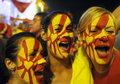 组图:马其顿爆冷创奇迹 上万球迷聚集狂庆祝