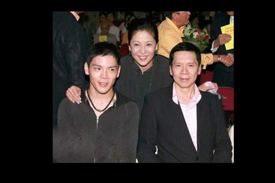 第二个黑道太子爷向佐是香港黑道老大中国星集团主席向华强的长子图片