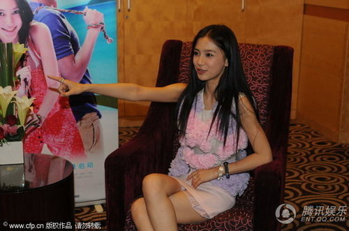 《夏日乐悠悠》上海首映 angelababy忆浪漫情事