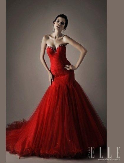 但是中国新娘都乐于穿着红色旗袍而非西式礼服.其实红色的西式礼图片