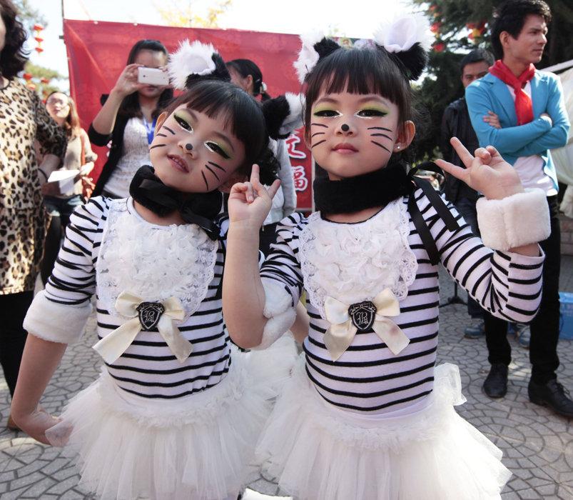 数百对双胞胎齐聚京城 - 秋天的景色 - ky0928的博客