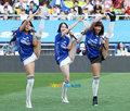组图:韩国少女组合助阵水原队 性感劲歌热舞