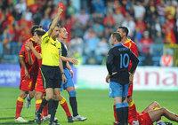 组图:鲁尼又遭红牌罚下 黑山绝杀逼平英格兰