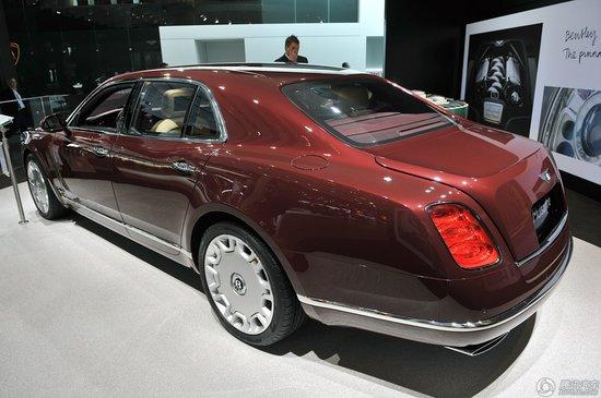;宾利近期展示了全新木伤车型的高端内饰方案概念(Bentley