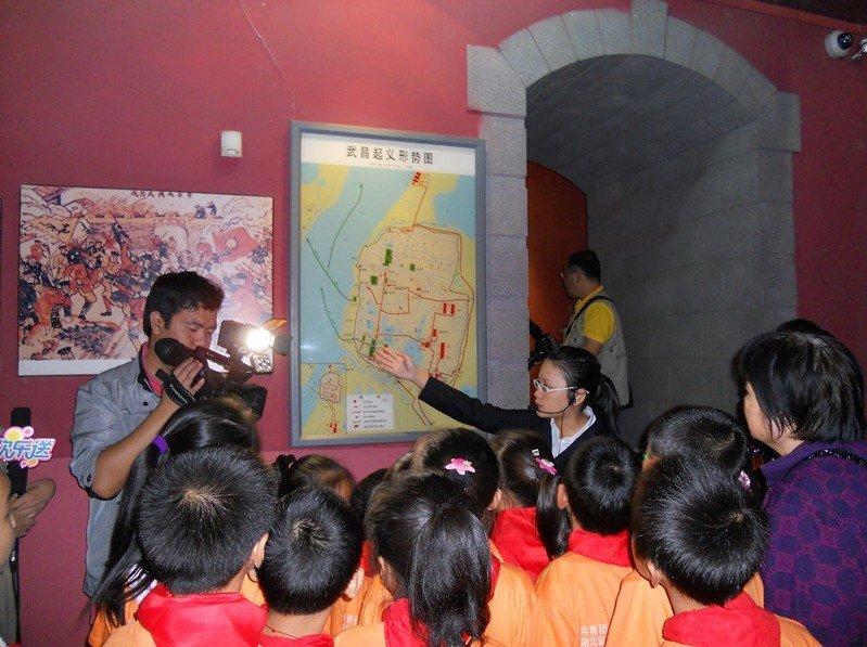 春苗学校 曹思怡 法泗小朋友在参观