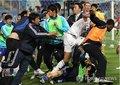 组图:群殴!韩国飞腿 卡塔尔人被殴满面鲜血
