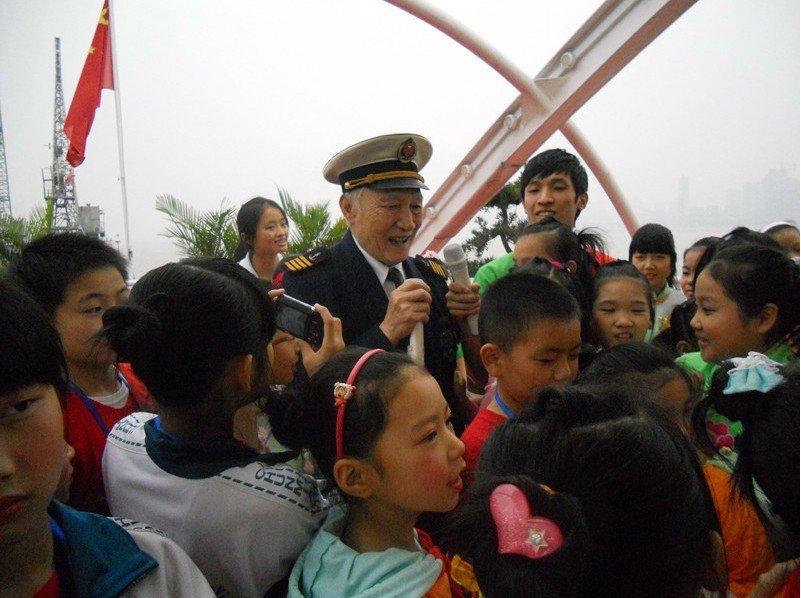 凌智小学 姜辉雪 听老船长爷爷讲故事
