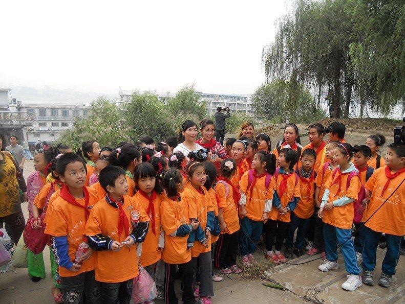 法泗中心小学 彭莎 爱心在行动