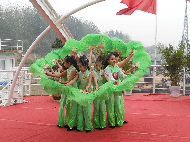 法泗中心小学 彭莎 精彩歌舞