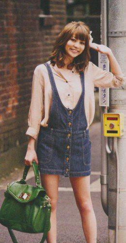 爱甜美的女生,服装搭配技巧的应用上非常完美.浪漫的秋季总是给图片