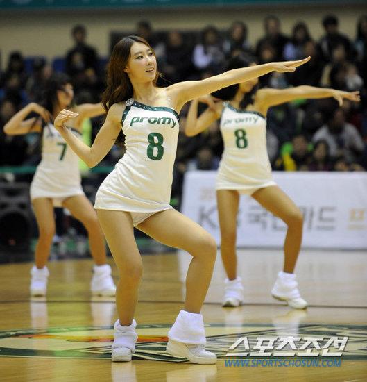 组图:韩国篮球宝贝性感热舞