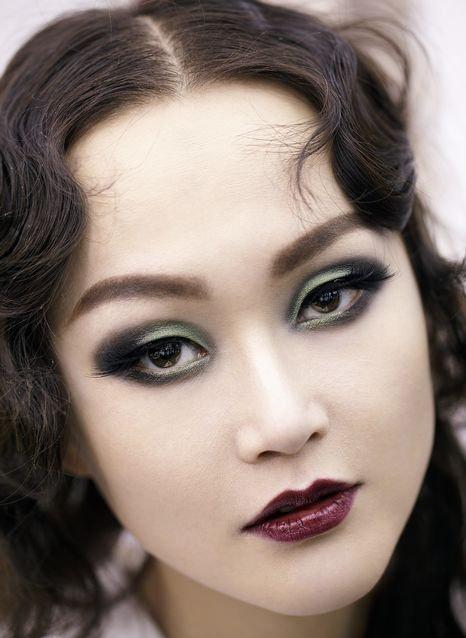 迪奥后台妆容 神秘魅眼引领秋冬时尚