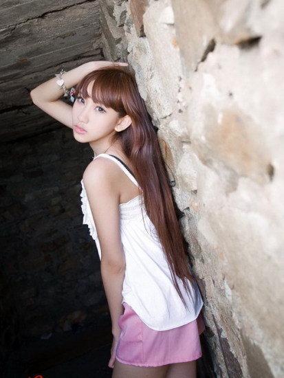 刚满31岁的陈冠希,被爆搭上年仅16岁嫩模组合fantasy成员谢芷蕙(cammi