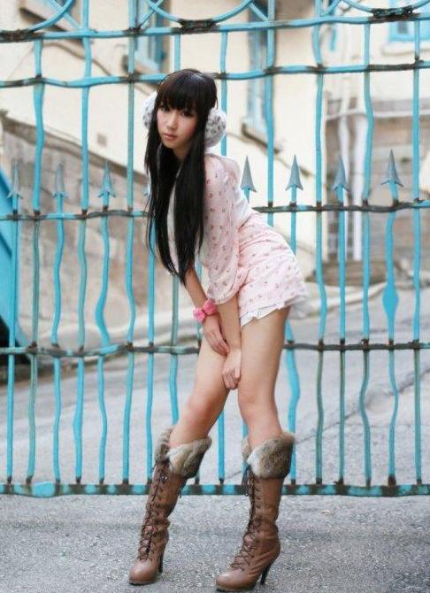 陈冠希要16岁嫩模谢芷蕙喊爸爸