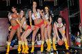 组图:性感女郎组篮球联盟 劲爆表演对抗停摆
