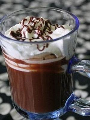 喝低脂巧克力牛奶恢复体能调味牛奶拥有碳水化合物和蛋白质的最佳比图片