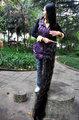 组图:女子15年蓄发2.3米 其长度超姚明身高