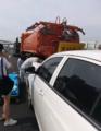 今早厦门演武大桥 养护工被白色小车撞亡