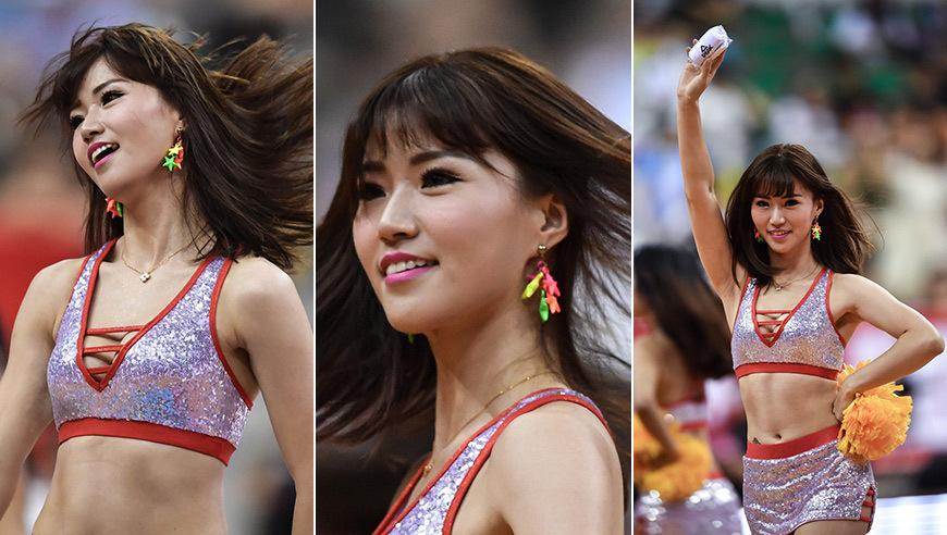 美女篮球宝贝助阵斯杯 舞步有活力笑容超甜美