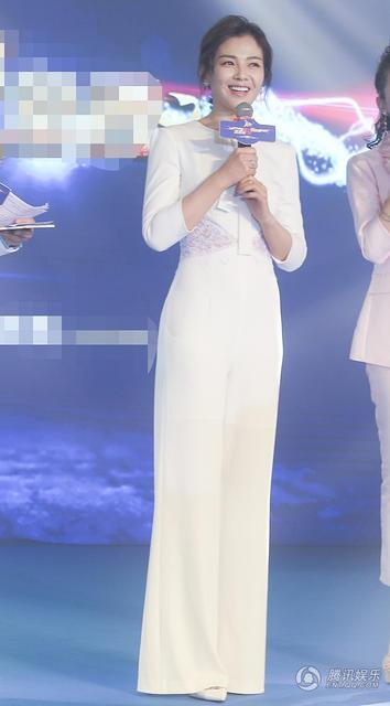 刘涛穿白色连身裤 腿长2米的既视感 (组图)
