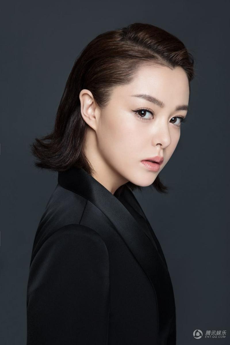 高清:刘一含酷帅写真大片 黑色look展总攻魅力