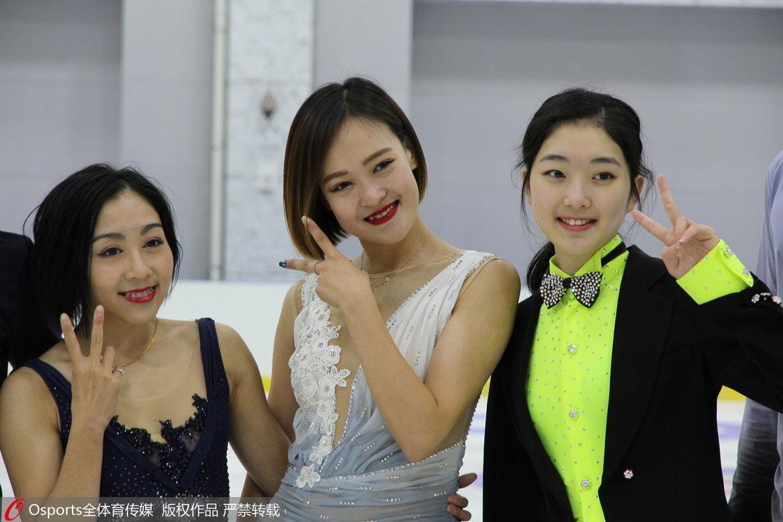 花滑队高原训练推广冰雪运动 三大美女斗艳
