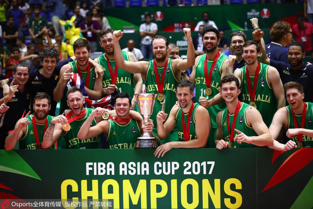 高清:男篮亚洲杯颁奖仪式 澳大利亚捧杯成功