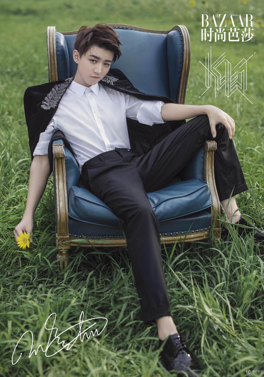 同时也是华人男星首次拿下时尚五大刊金九单人封,再次显示出时尚