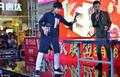 高清:前奥运冠军郭跃出席活动 挥拍与球迷过招