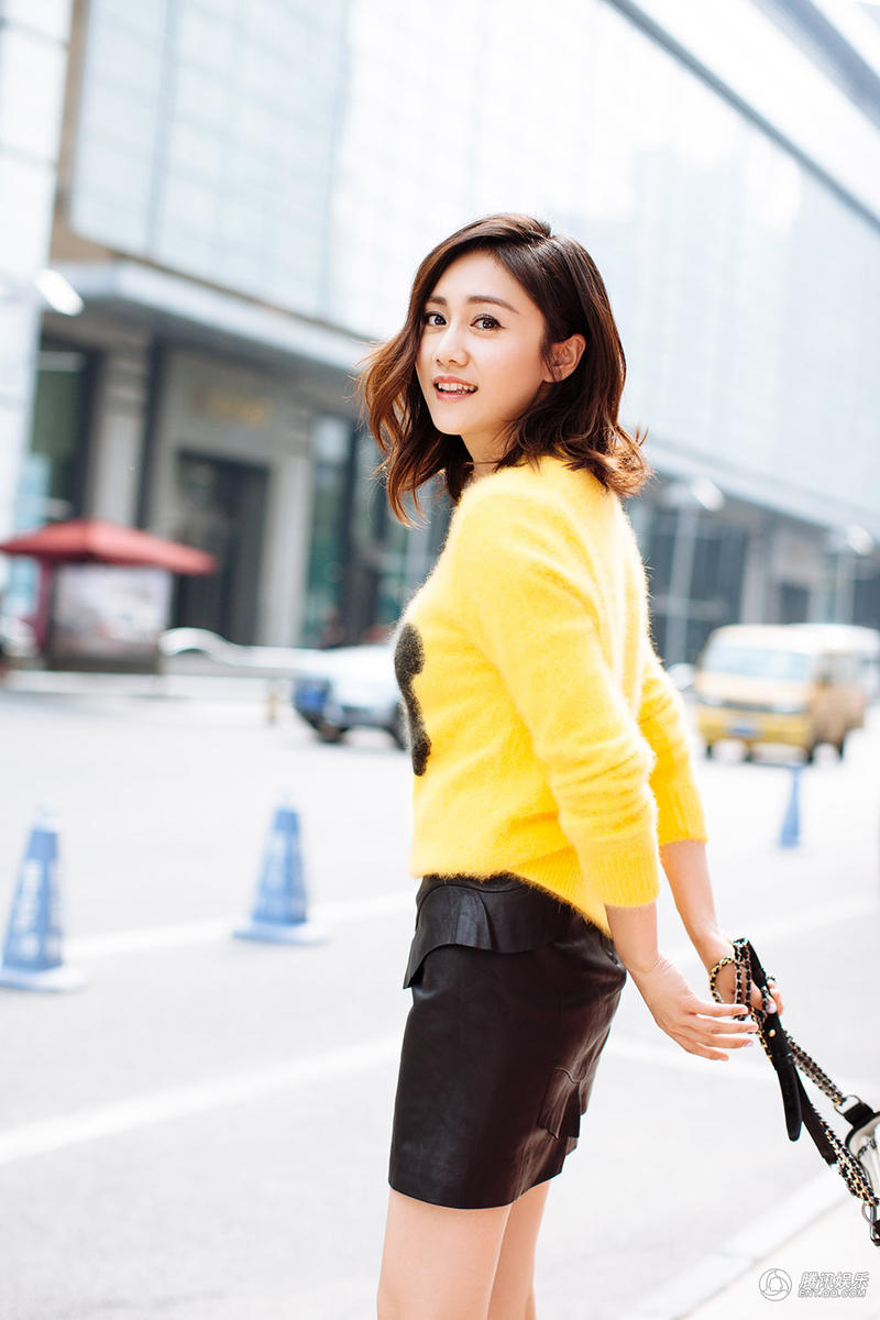 高清 刘芸街拍甜美力max 解锁长腿新穿搭图片