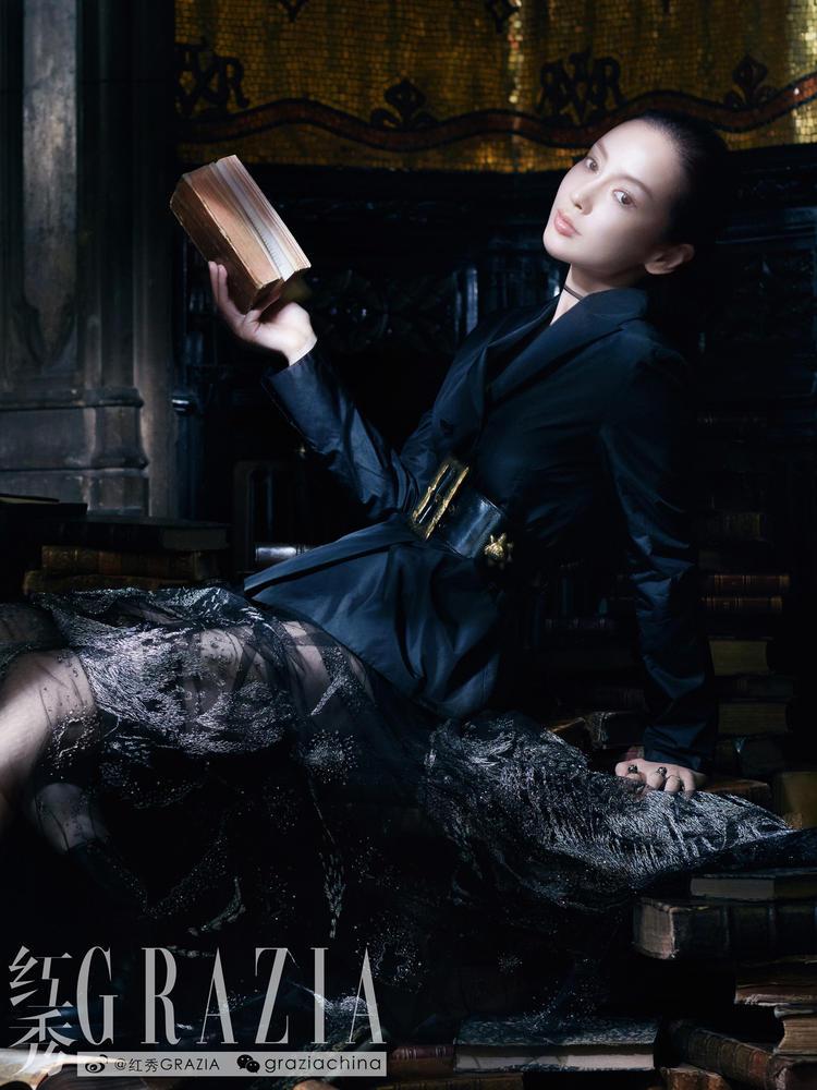 angelababy九月再登刊,置身巴黎古堡演绎欧式古典美.