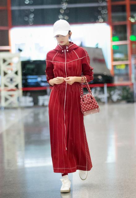 娜扎街拍长裙红似火