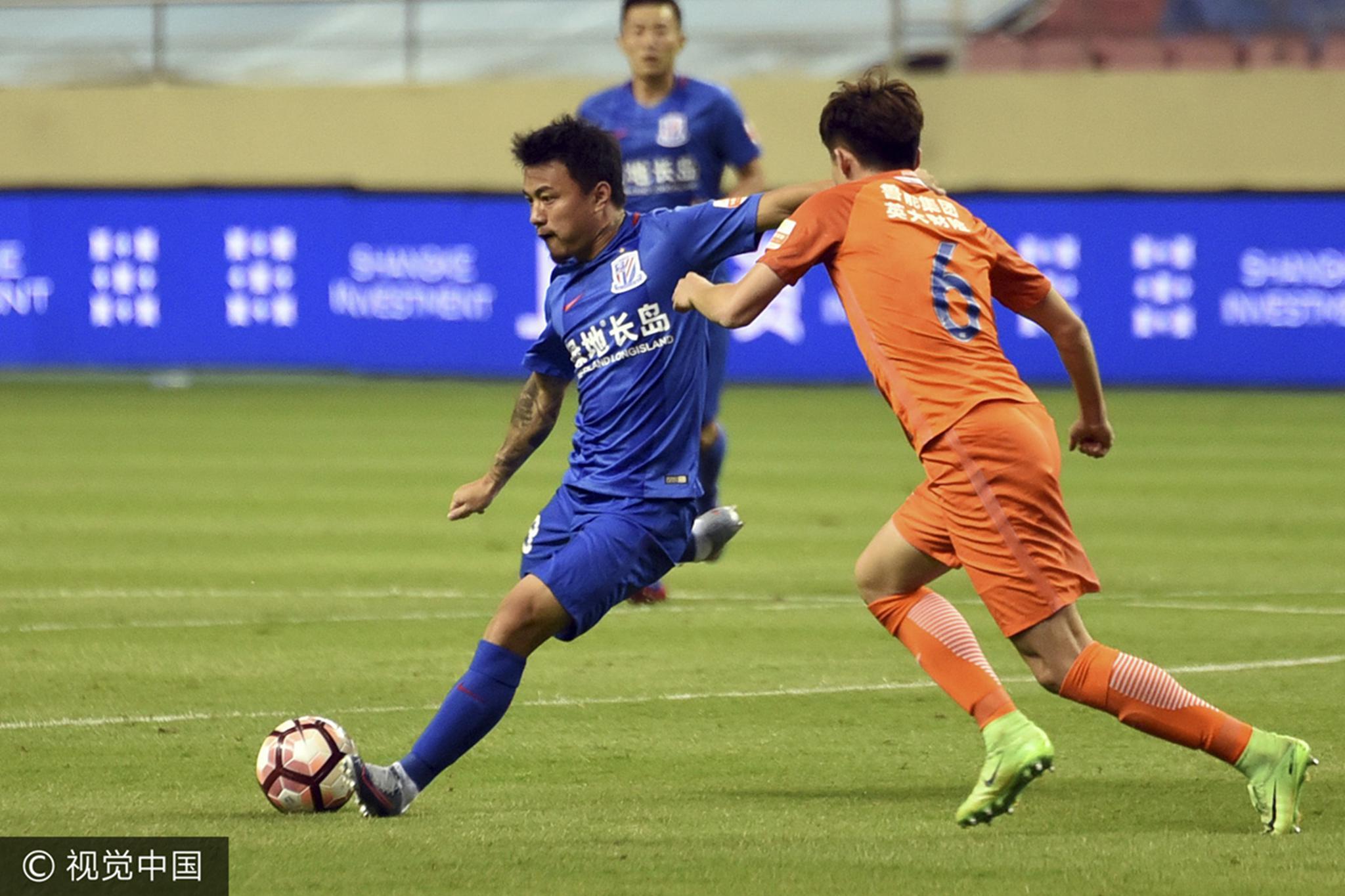 高清:鲁能补赛0-0战平申花 王大雷扑倒莫雷诺