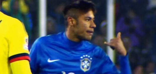 巴西队迎战哥伦比亚,内马尔在比赛最后时刻被祖尼加从背后用膝图片